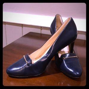 Nine West classic navy heels